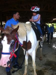 Montando caballo en Caravalí
